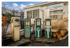 streetphotography - abandoned gas station in Berlin